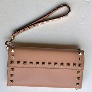 **New**Valentino nude rockstud wallet  wrist